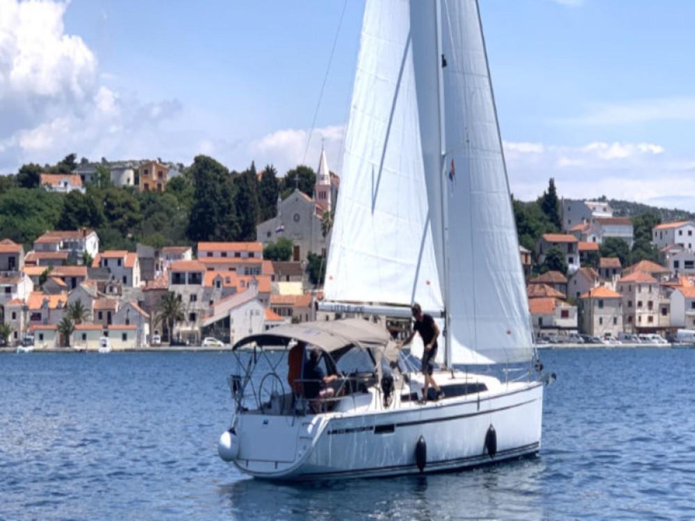 Rent a Bavaria Bavaria Cruiser 34 Rogoznica