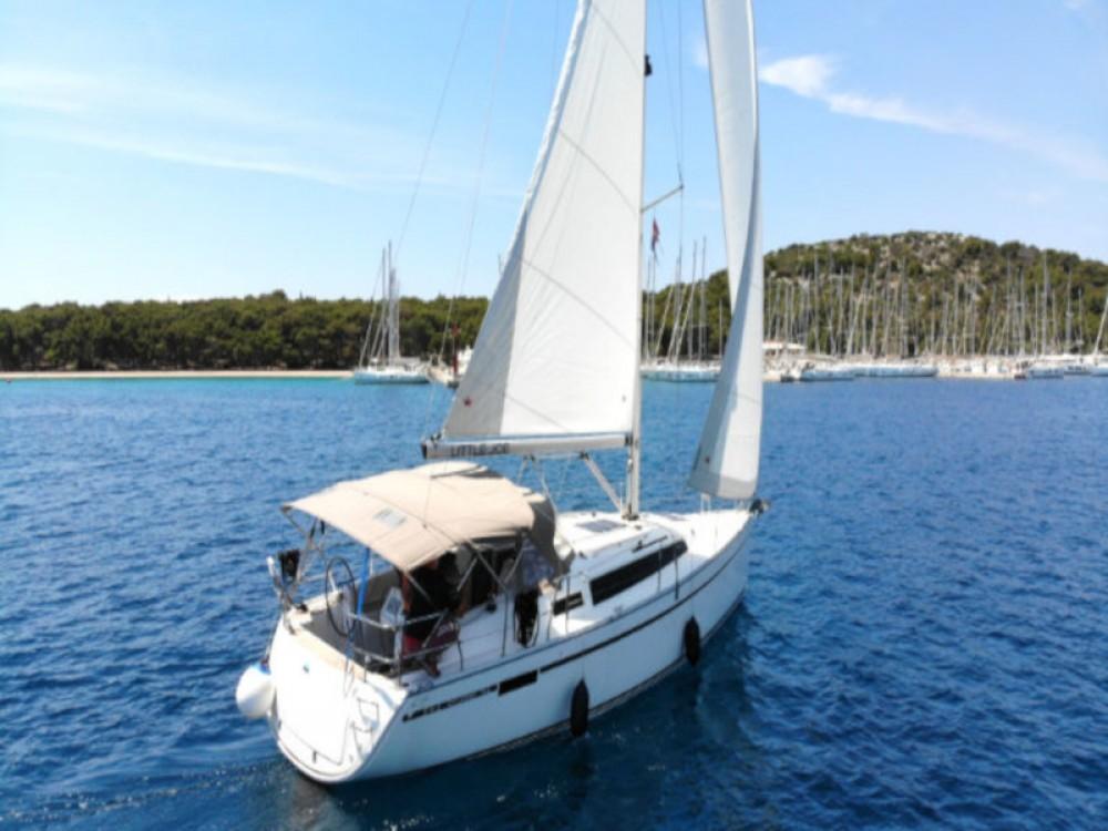 Rental Sailboat in Rogoznica - Bavaria Bavaria Cruiser 34