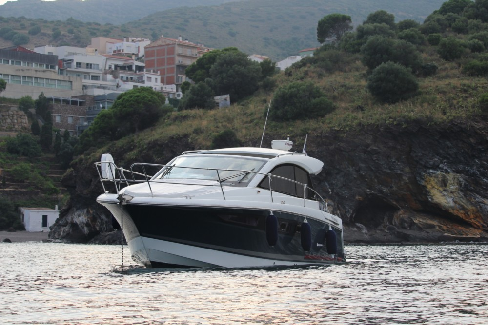 Hire Motorboat with or without skipper Jeanneau Portbou