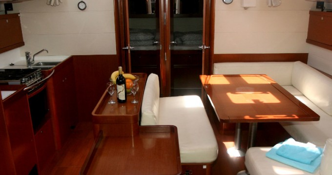 Bénéteau Oceanis 50 between personal and professional Pula