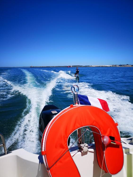 Rental Motorboat in Anglet - Quicksilver Quicksilver 635 Commander