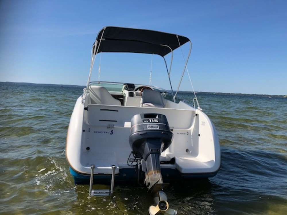 Motorboat for rent Sainte-Eulalie-en-Born at the best price