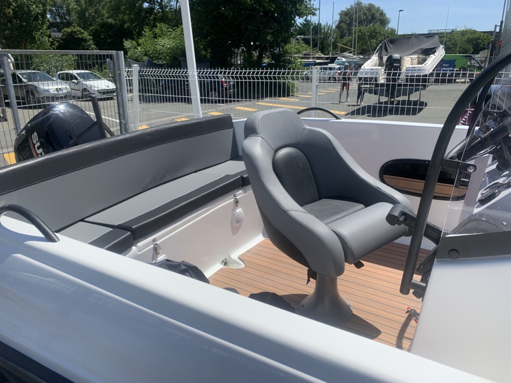 Rental Motorboat in La Rochelle - Lobster 550 open