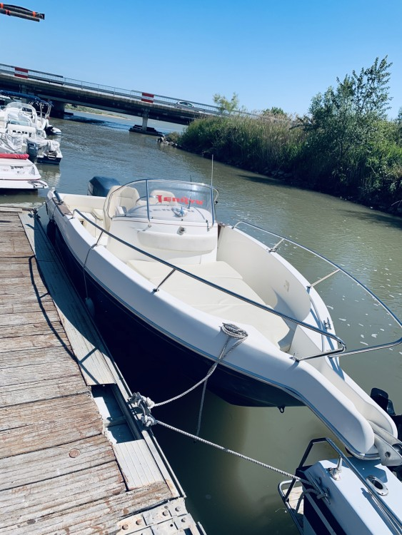 Hire Motorboat with or without skipper Jeanneau Mauguio