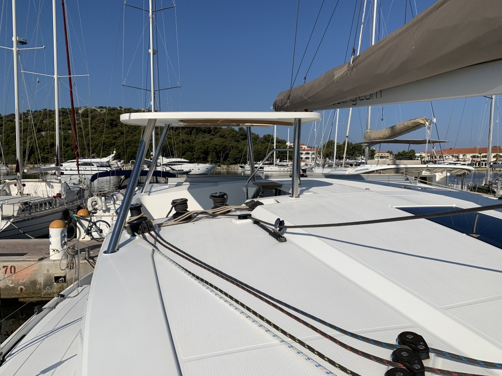 Rental Catamaran in Rogoznica - Fountaine Pajot Lucia 40