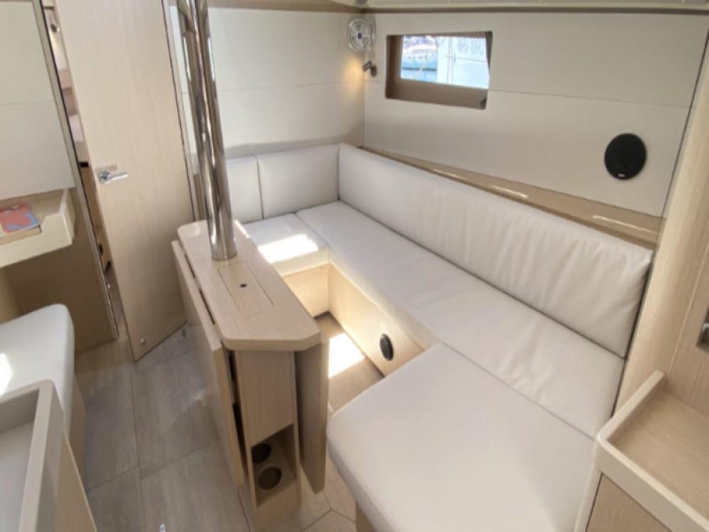 Rental yacht Pula - Bénéteau Oceanis 411 on SamBoat