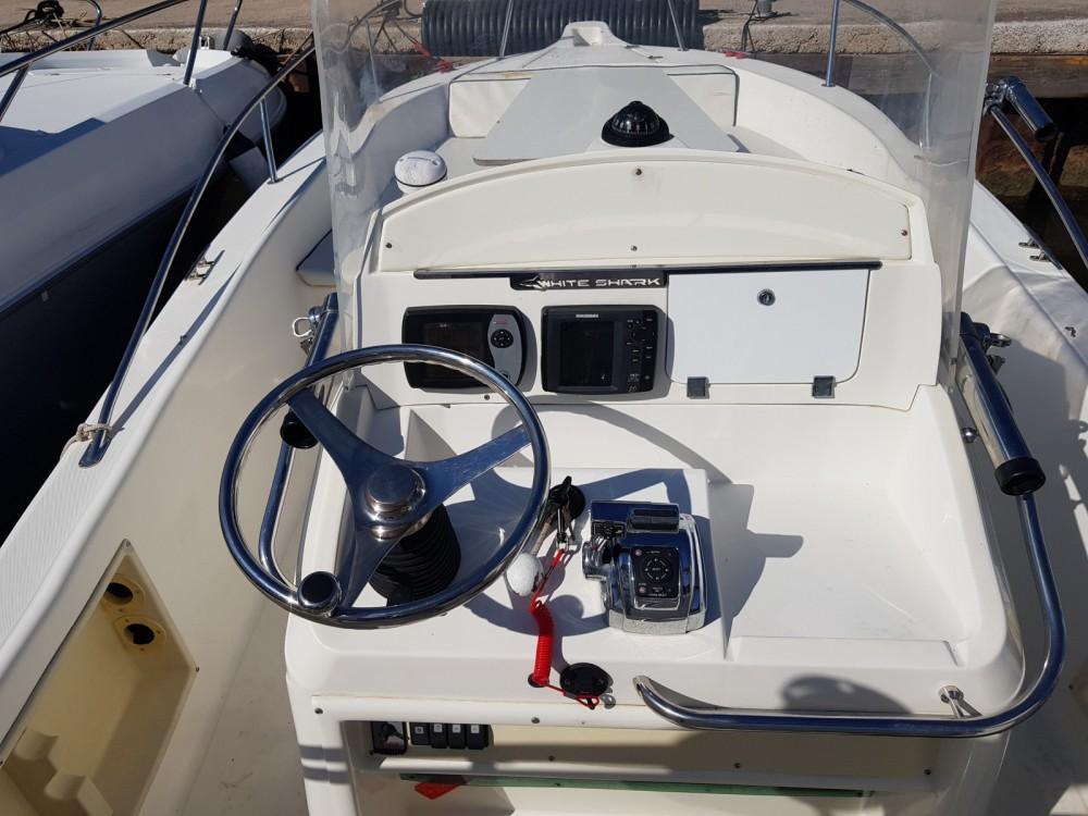 Boat rental White Shark White Shark 225 in Hyères on Samboat