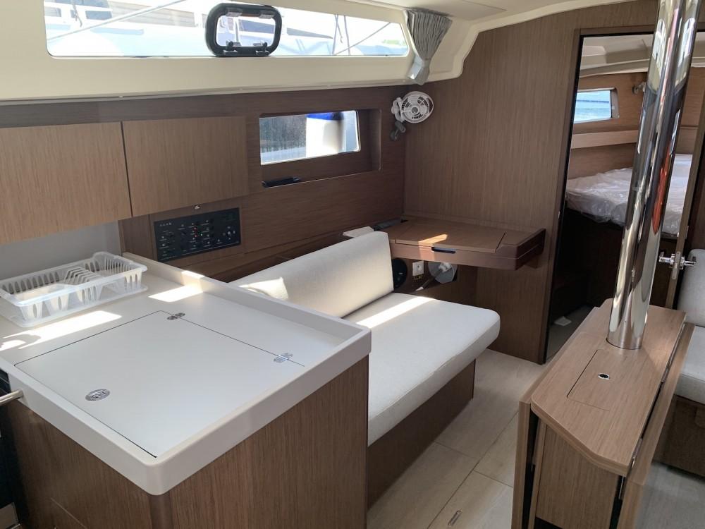 Rental Sailboat in Laurium - Bénéteau Oceanis 411