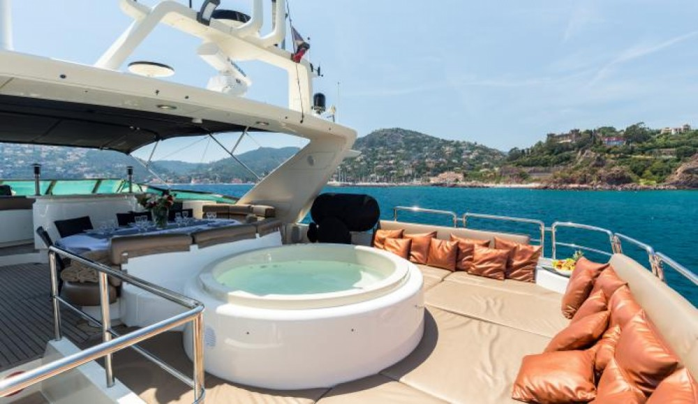 Azimut Azimut 100 between personal and professional Cannes
