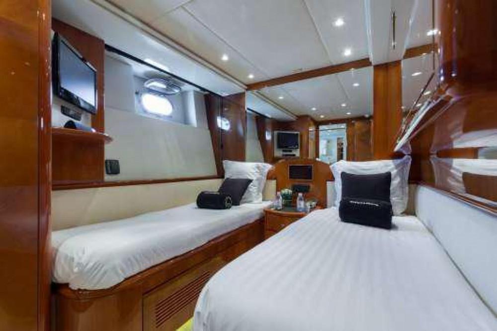 Boat rental Azimut Azimut 100 in Cannes on Samboat
