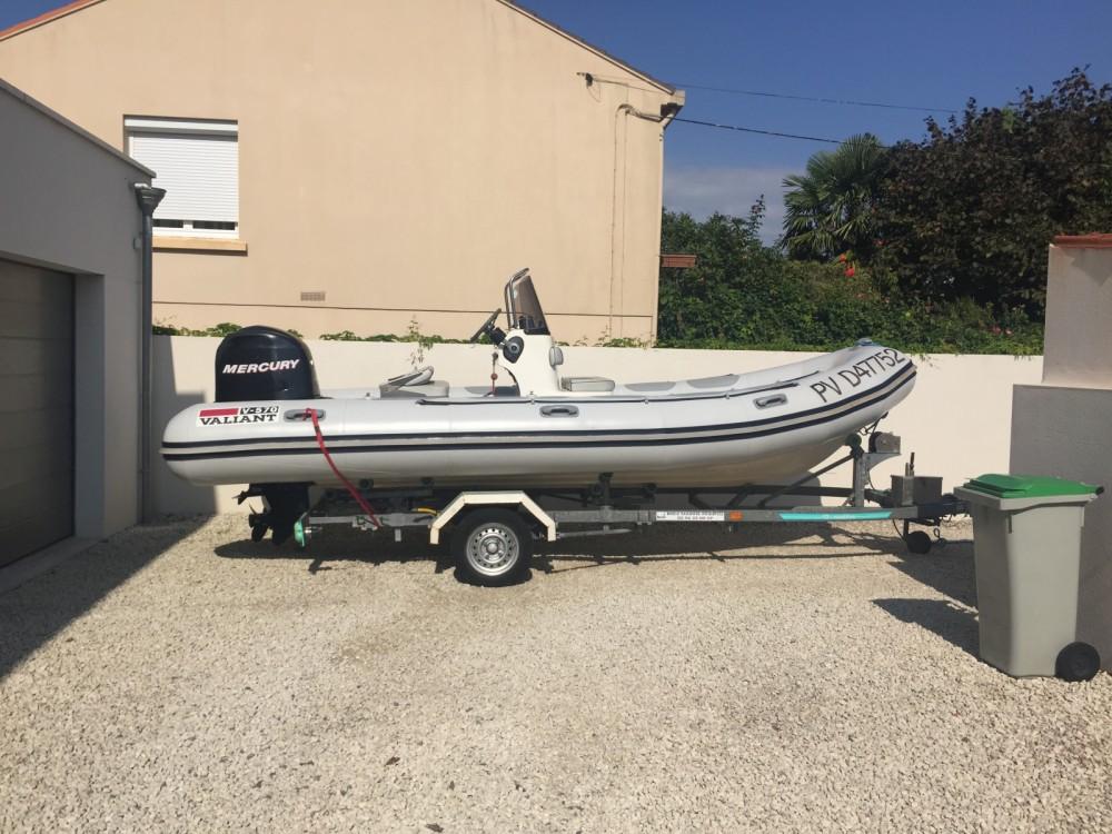 Boat rental Valiant DR 570 in Sainte-Maxime on Samboat