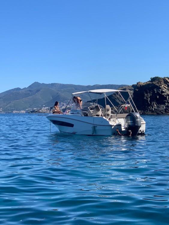 Rental Motorboat in Saint-Cyprien - Jeanneau Cap Camarat 7.5 WA Serie 2