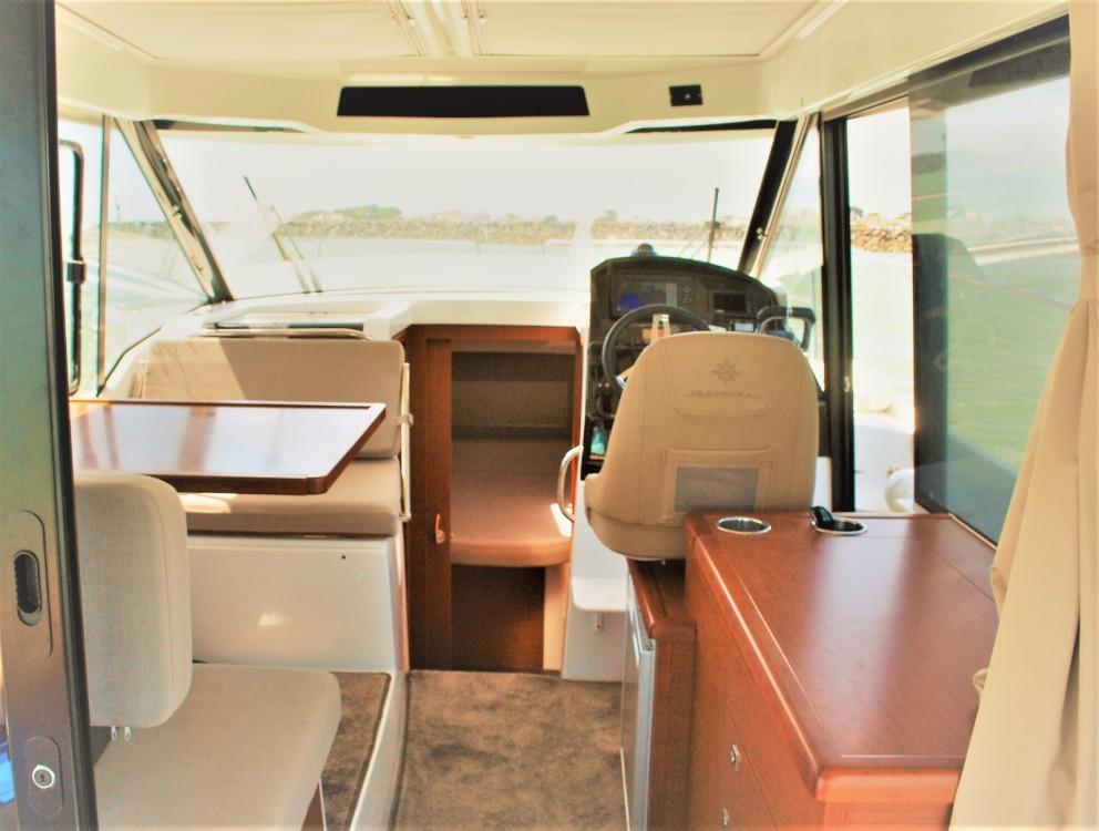 Boat rental Saint-Gilles-Croix-de-Vie cheap Merry Fisher 895