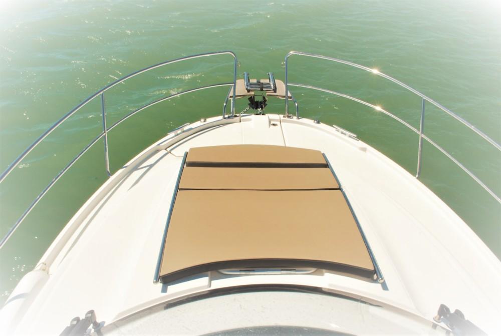 Motorboat for rent Saint-Gilles-Croix-de-Vie at the best price