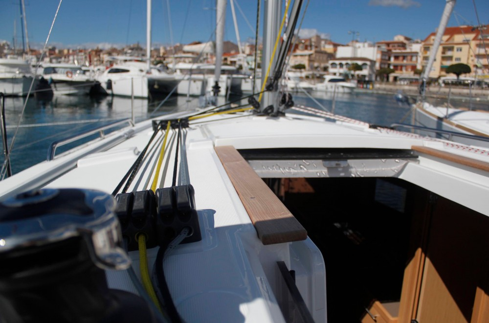 Hire Sailboat with or without skipper Bénéteau Cambrils