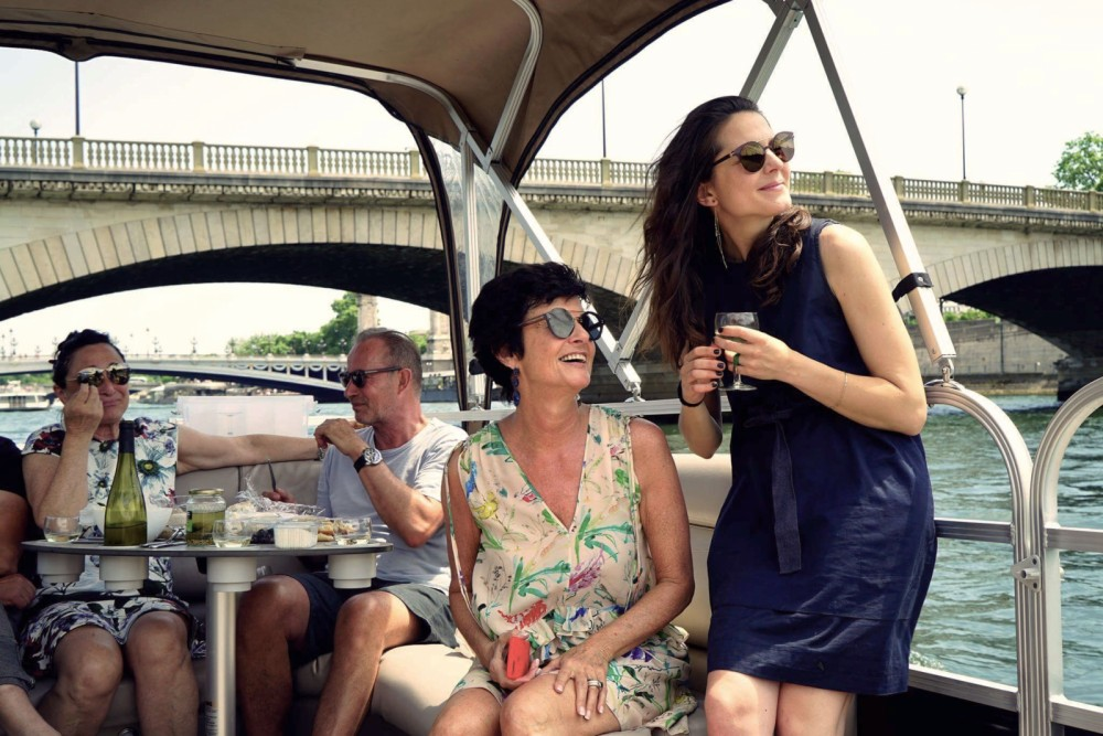 Rental Motorboat in Paris - Suntracker Party barge