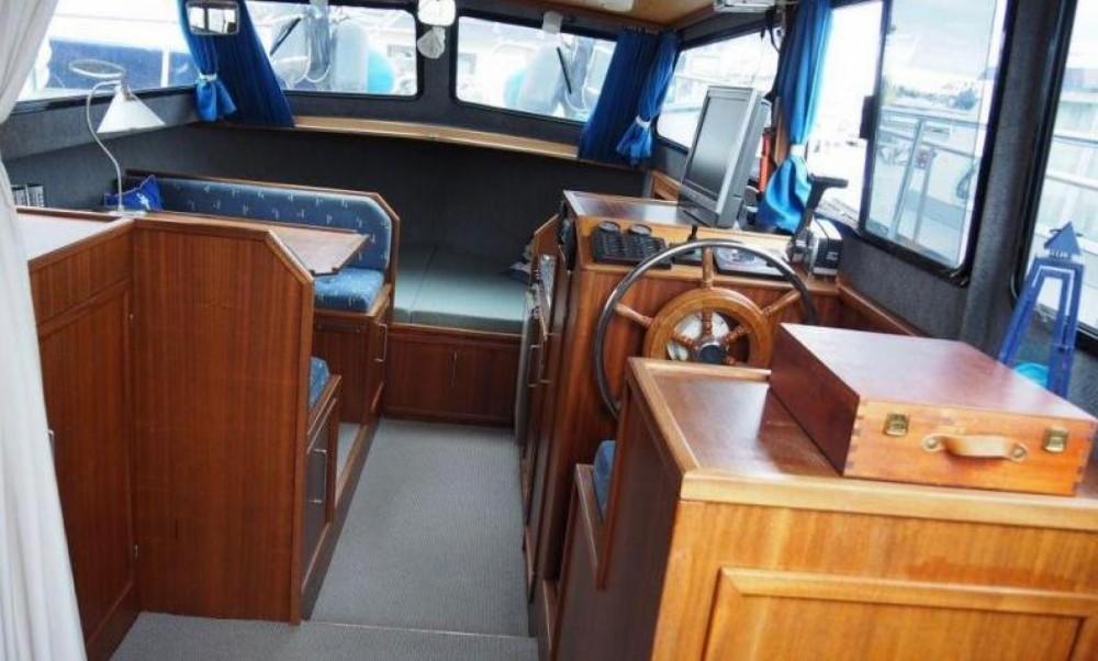 Boat rental Brüssel cheap 900