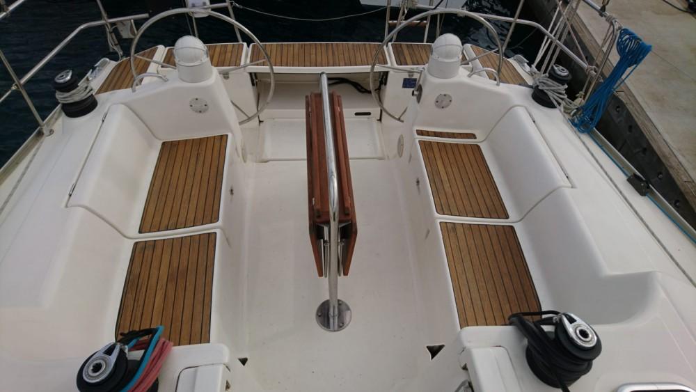 Boat rental Dufour Dufour 385 Grand Large in Bayona on Samboat