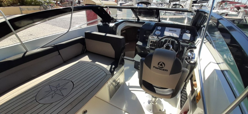Motorboat for rent Fréjus at the best price