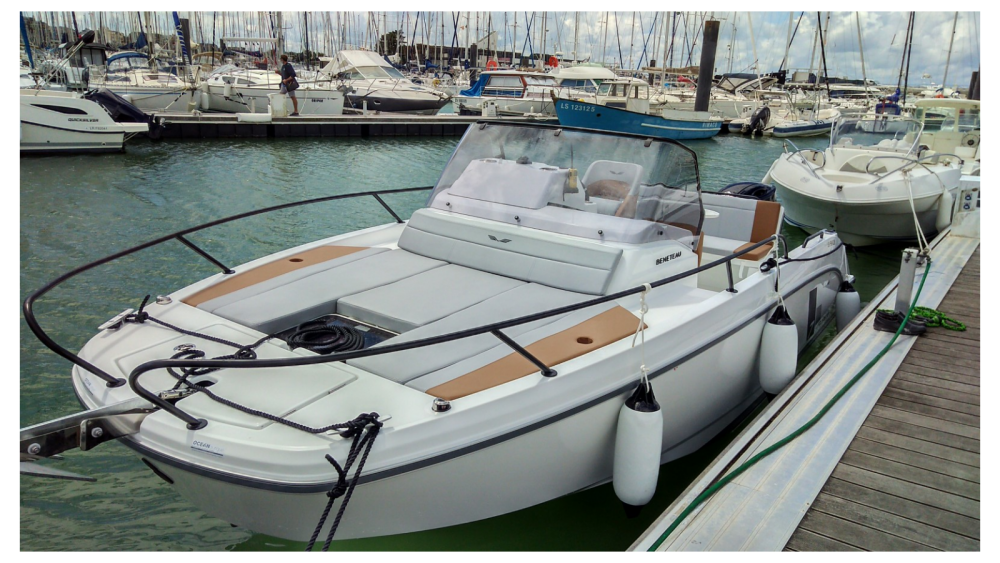 Motorboat for rent New Aquitaine at the best price