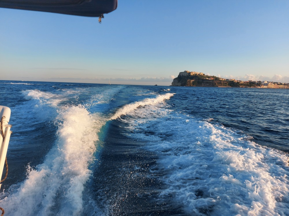 Motorboat for rent Monte di Procida at the best price