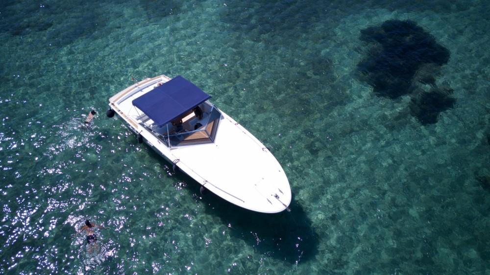 Boat rental Tornado Tornado 38 in Porto Pozzo / Lu Puzzu on Samboat
