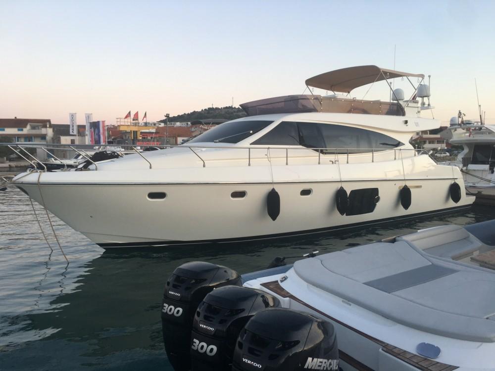 Boat rental Ferretti Ferretti 510 in Murter on Samboat