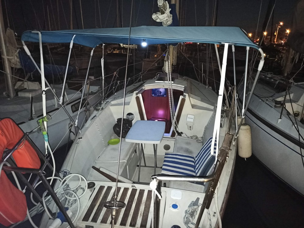 Sailboat for rent Saint-Laurent-du-Var at the best price