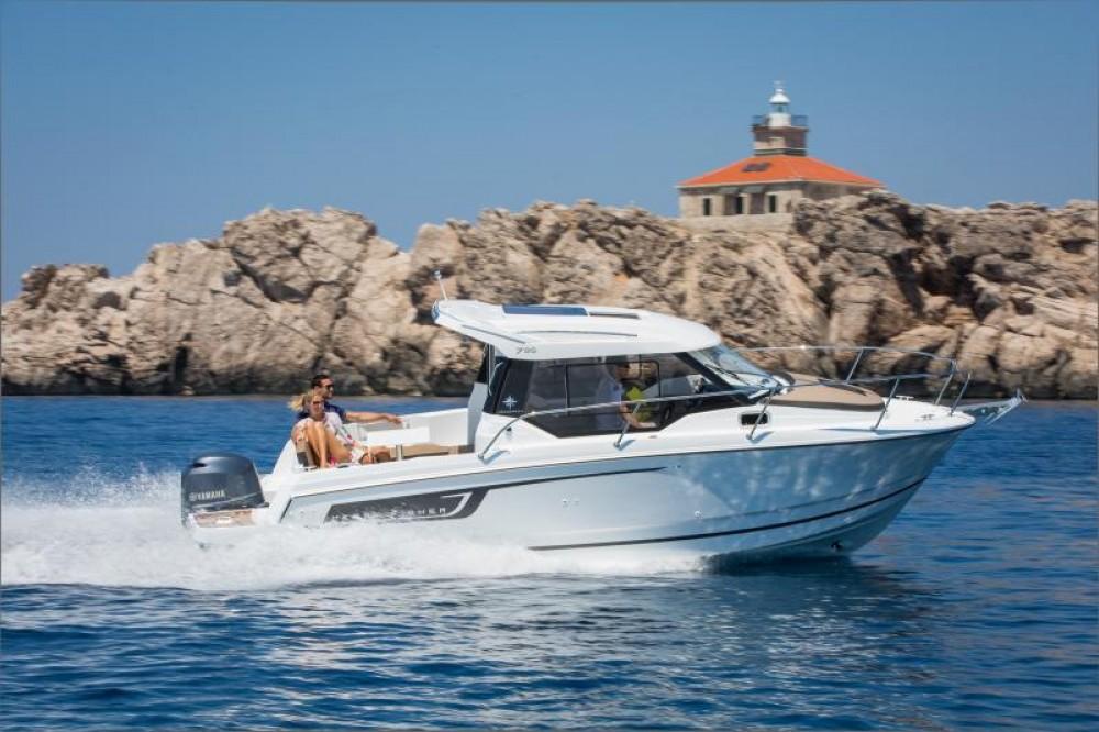Boat rental Jeanneau Merry Fisher 795 in Le Barcarès on Samboat