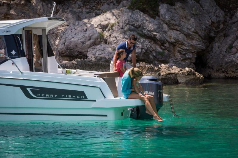 Hire Motorboat with or without skipper Jeanneau Le Barcarès