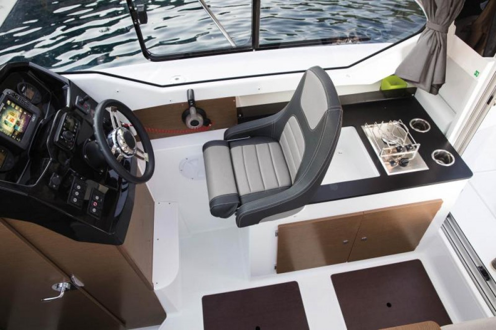 Rental yacht Le Barcarès - Jeanneau Merry Fisher 795 on SamBoat