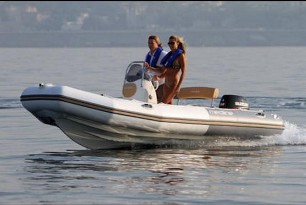 Boat rental Zodiac Medline 500 in La Trinité-sur-Mer on Samboat