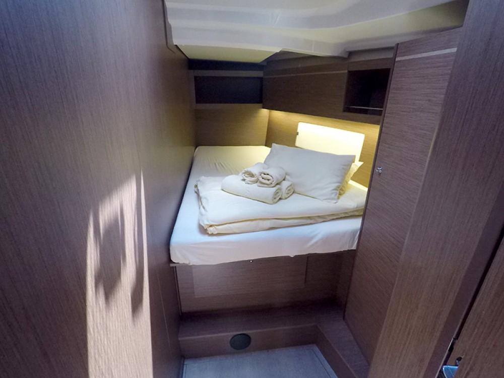 Boat rental Bénéteau Oceanis 461 in Šibenik on Samboat