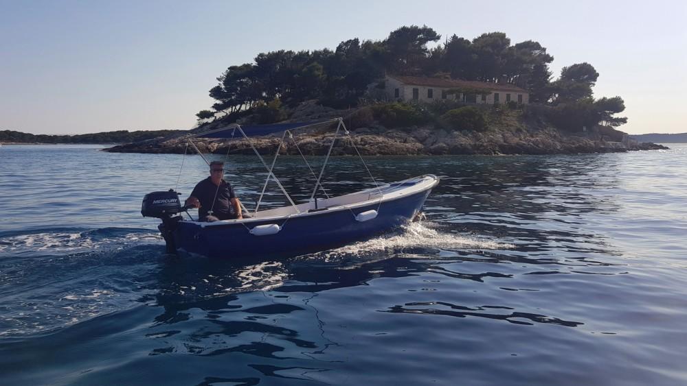 Boat rental Pasara Jugoplastika in Hvar on Samboat
