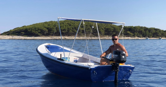 Rental Motorboat Pasara with a permit