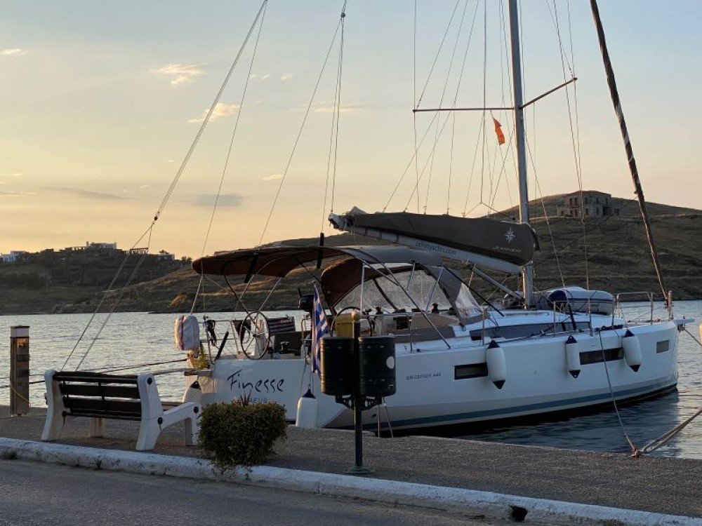 Hire Sailboat with or without skipper Jeanneau Álimos