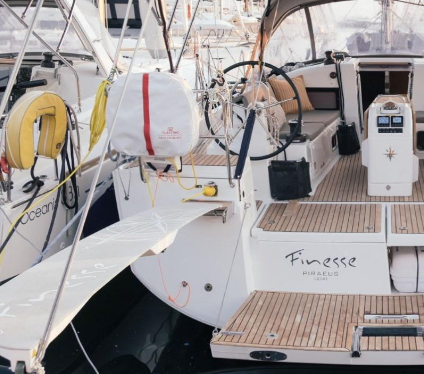 Boat rental Jeanneau Sun Odyssey 440 in Álimos on Samboat
