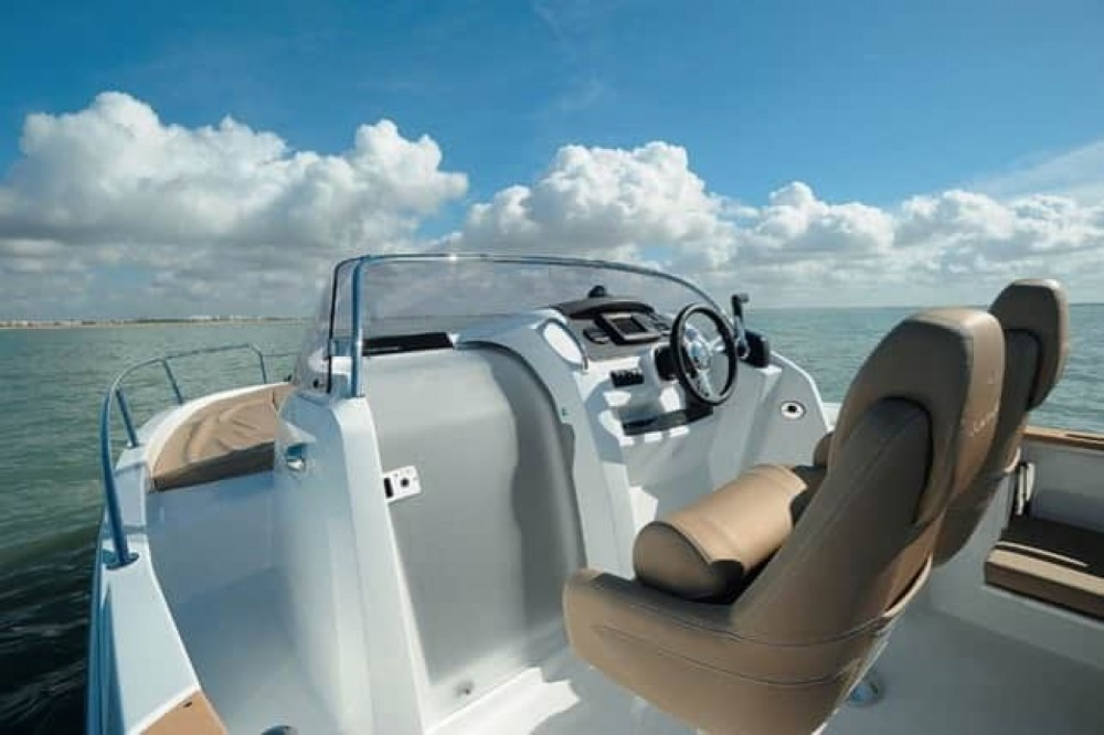Boat rental Arcachon cheap Cap Camarat 6.5 CC