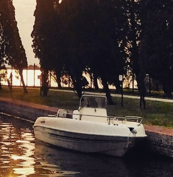 Motorboat for rent Quarto d'Altino at the best price
