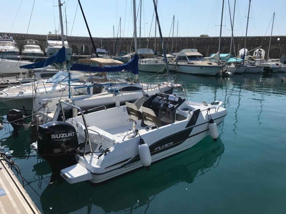 Rental Motorboat in Antibes - Bénéteau Flyer 6.6 SUNdeck