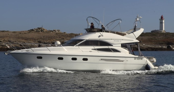 Rental Motorboat in Paimpol - Princess 45 Fly