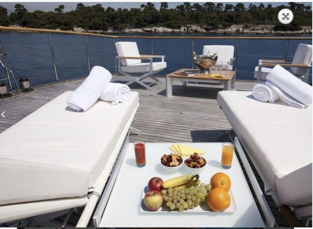 Boat rental CNE 105 in Marseille on Samboat