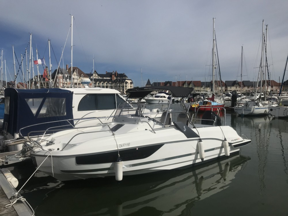 Motorboat for rent Dives-sur-Mer at the best price