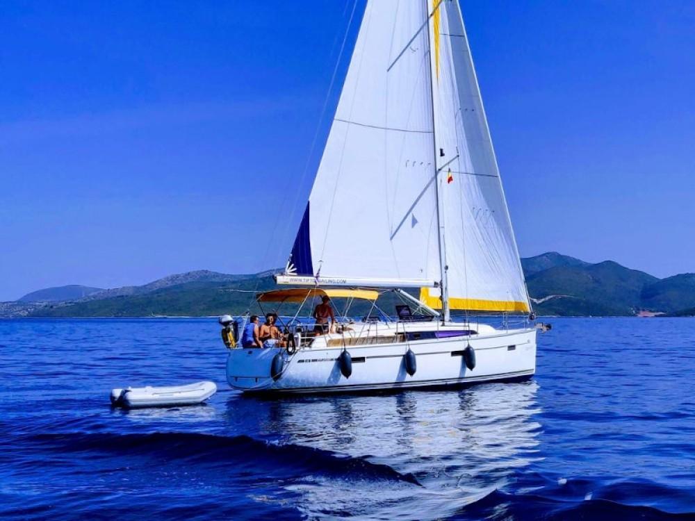 Sailboat for rent Prévéza at the best price