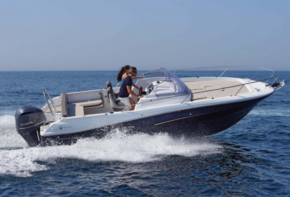 Boat rental Le Lavandou cheap Cap Camarat 7.5 WA
