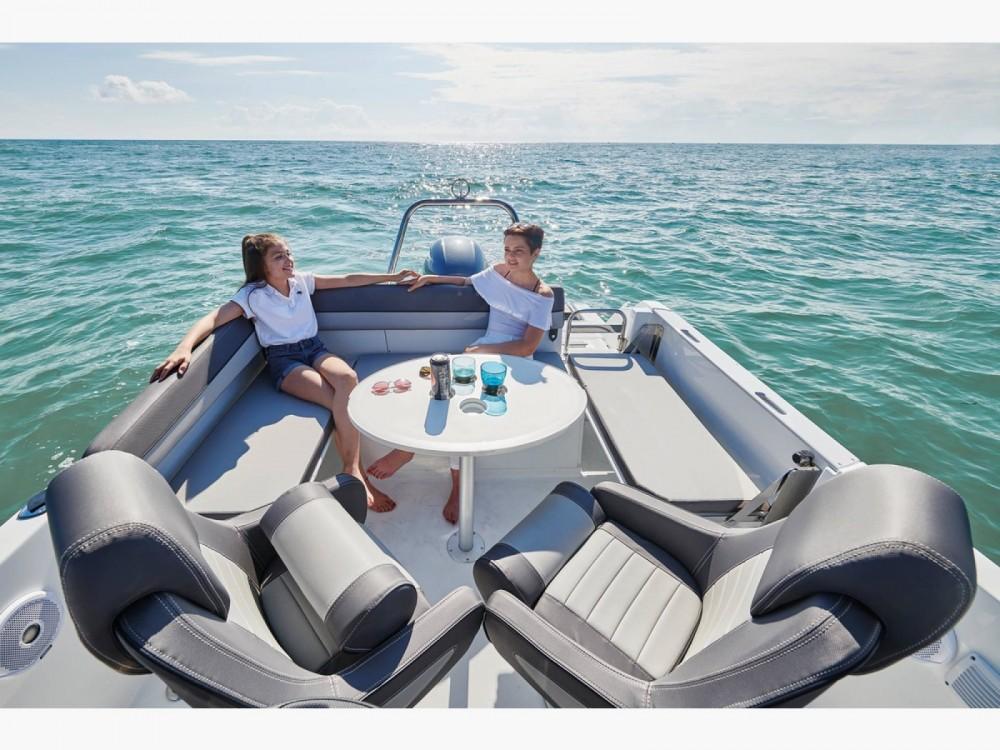 Boat rental La Forêt-Fouesnant cheap Cap Camarat 6.5 CC Serie 3