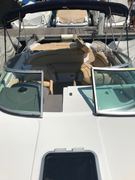 Rental Motorboat Rinker with a permit