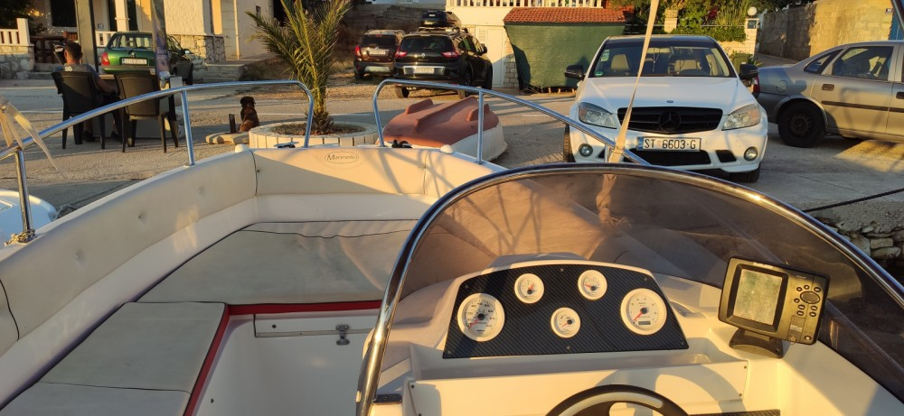 Motorboat for rent Vinišće at the best price