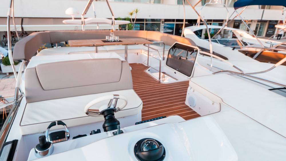 Motorboat for rent Podstrana at the best price