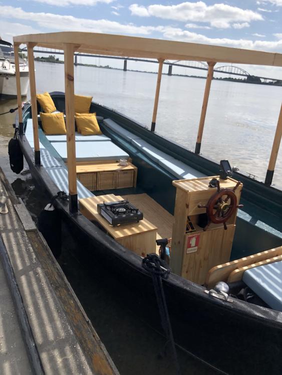 Motorboat for rent Área Metropolitana de Lisboa at the best price